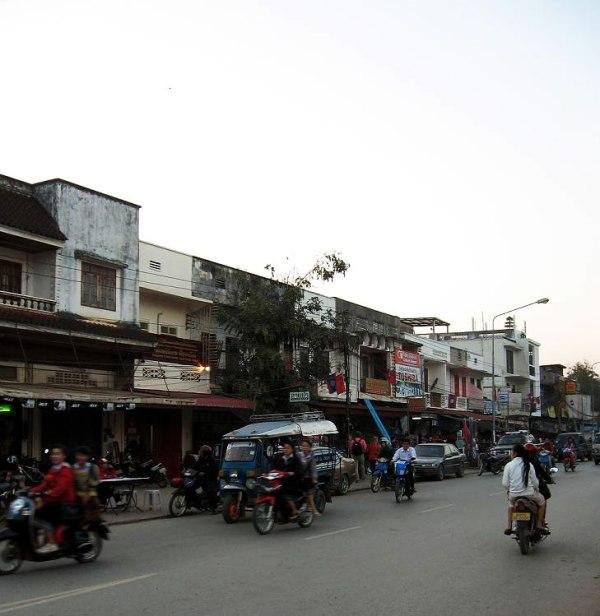 8.-luang-p-street