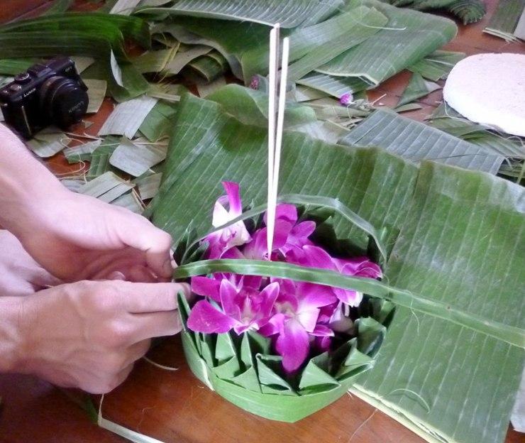 making-krathong