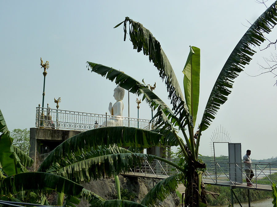 On the other side of the Kok River you can also check out this large white Buddha.