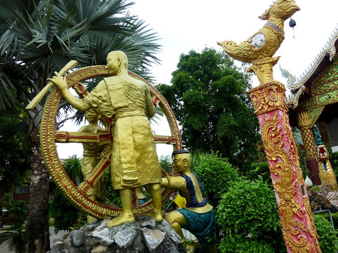 I've also never seen a wheel sculpture before, yet the image is common in Thai astrology.