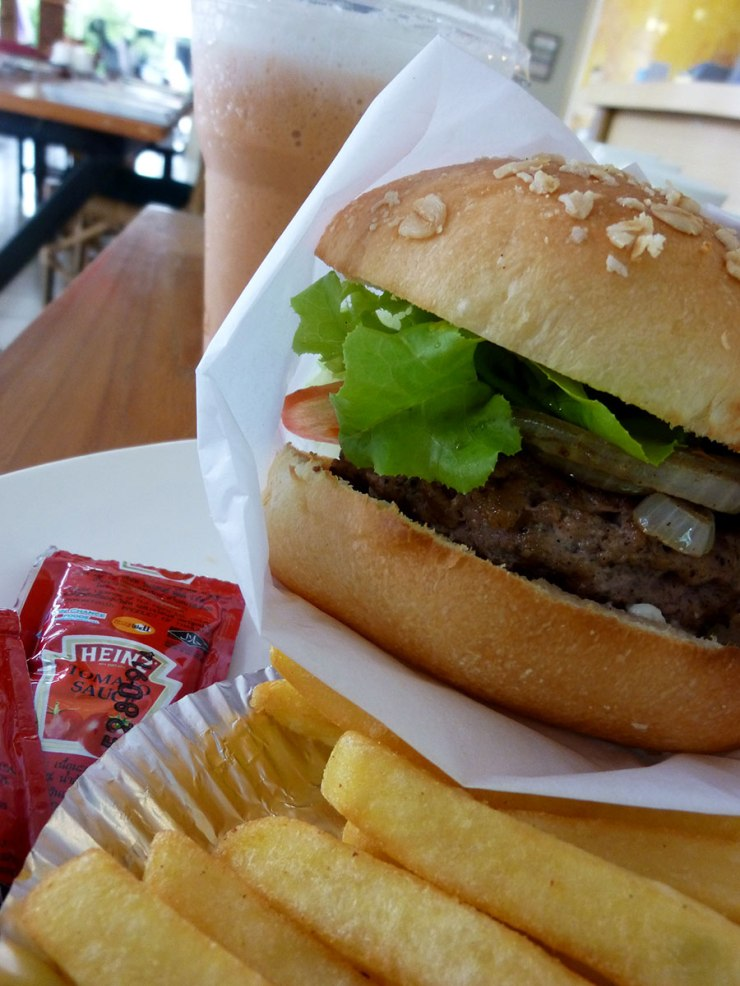 Oh, no! I'm suffering!!! Arggg! Work @home burger and it's good :)