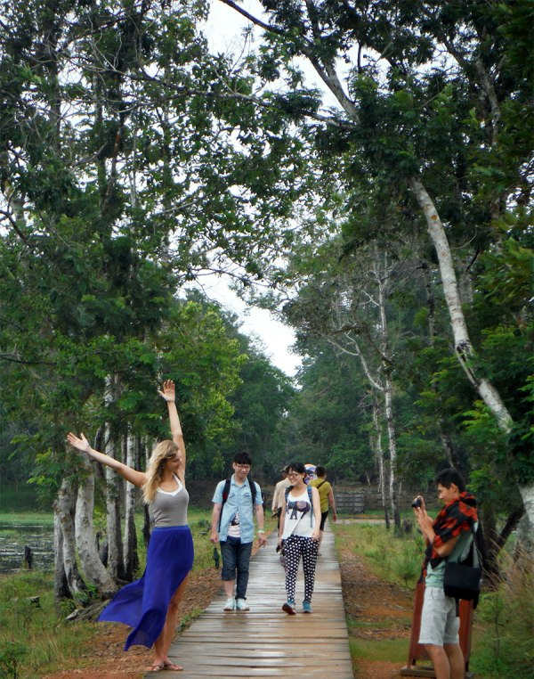 At Neak Pean, I couldn't resist taking snaps at this leggy blond and her hapa boyfriend.