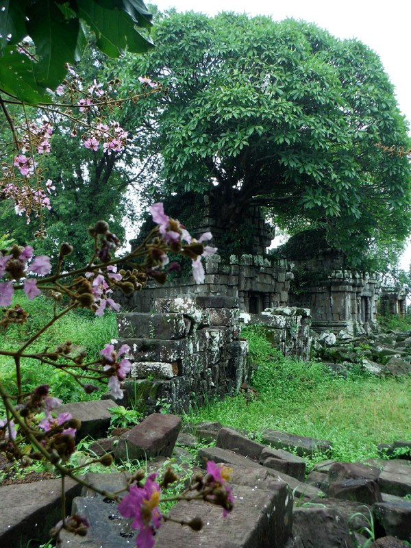 Built by Yasovarman I, Phnom Bok was part of the trilogies of mountain top temples. (Hindu-Trimurti) [9th - 10th cent.]
