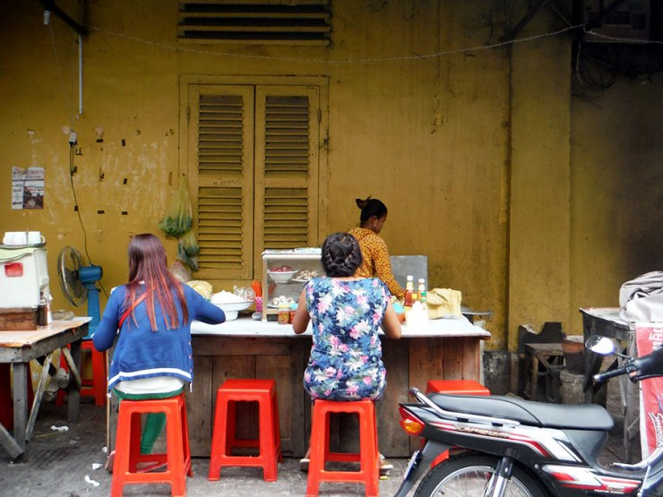 women eating in battambang