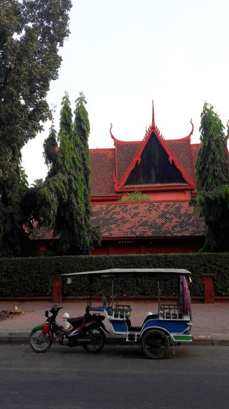 tuk-tuk-and-temple