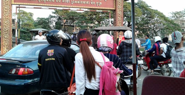 This is what happens when everyone goes at the same time. Standstill traffic. Brilliant. [Siem Reap, Cambodia, 2015]