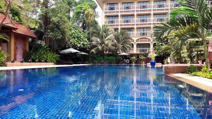 Prince de Angkor swimming pool
