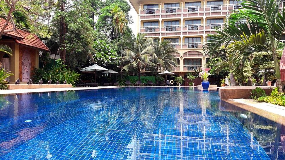 Prince de Angkor swimming pool