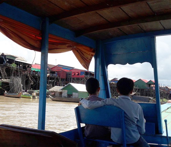 boat-drivers-on-Tonle-Sap