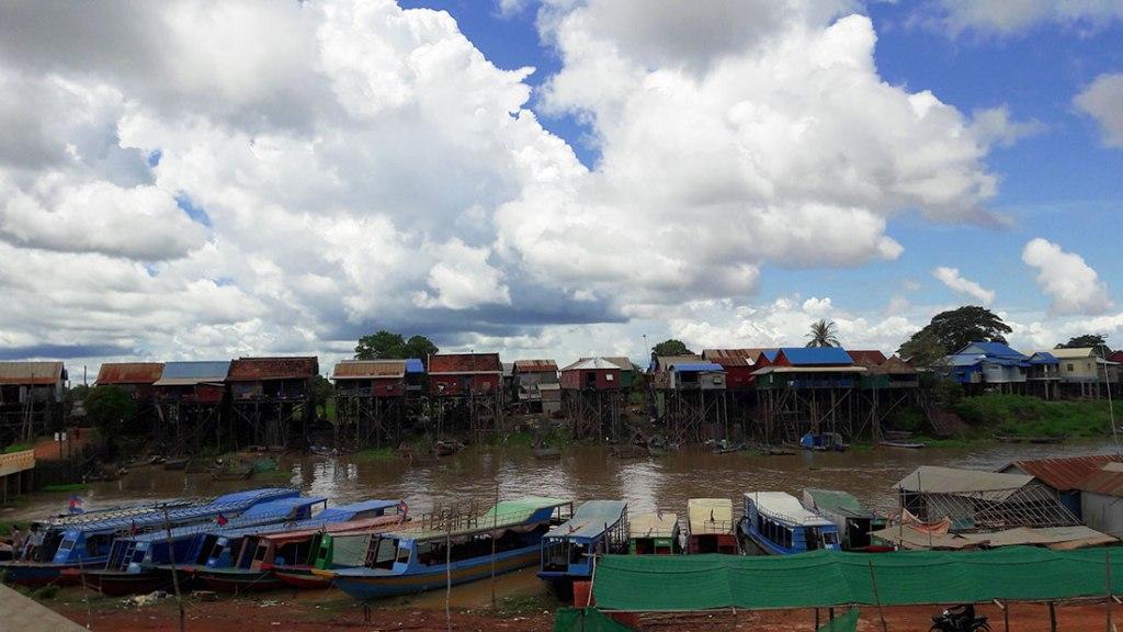 Kampong-Khleang-boat-dock
