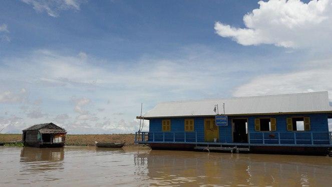 Kampong-Khleang-floating-village-school