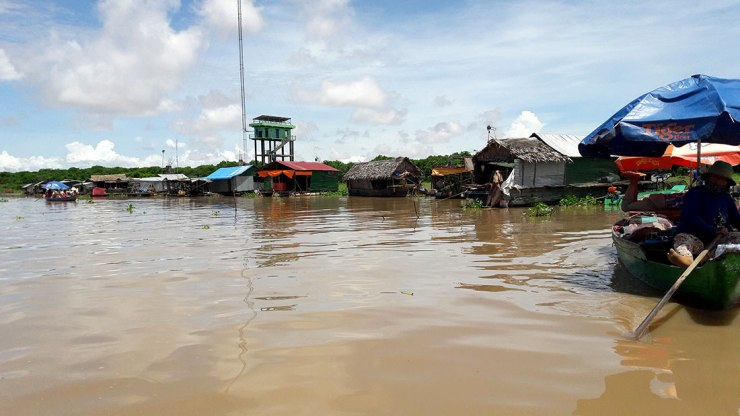Kampong-Khleang-floating-village