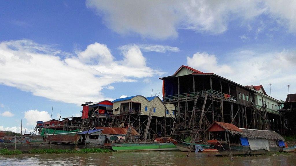 Kampong-Khleang-stilt-houses-in-a-row