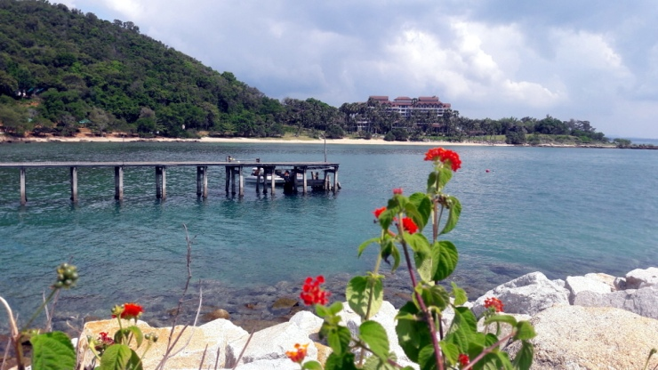 Khao Laem Ya looking at Rayong Resort